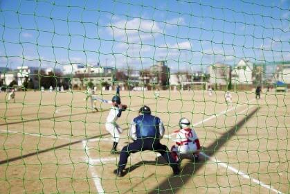 バックネットから見る野球試合