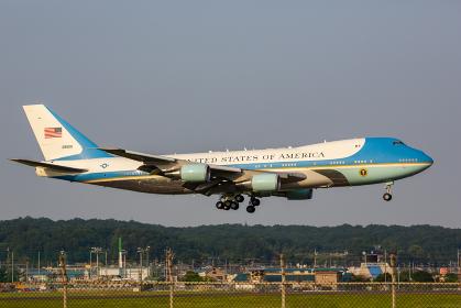 横田基地に着陸するアメリカ大統領のエアフォースワン(福生市/横田基地)