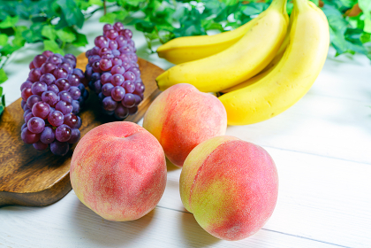 桃と葡萄とバナナ