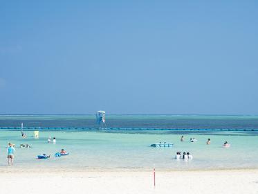 沖縄本部町 快晴のエメラルドビーチ 8月