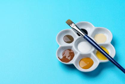 梅皿の絵の具と筆
