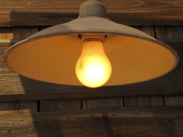 白熱電球の外灯
