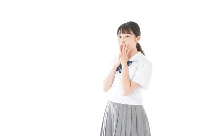 笑顔の制服を着た女子学生