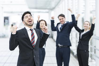 喜ぶビジネスチーム