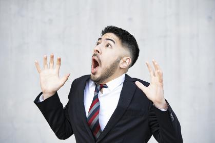ショックを受けるビジネスマン