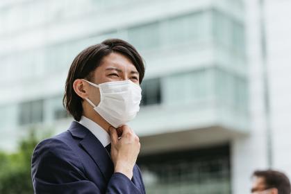 マスクした若いビジネスマン・コロナウイルスと感染対策
