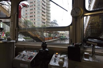 雨の長崎の路面電車