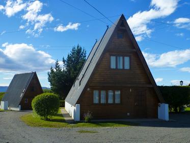 屋根の斜面角度が急なログハウス
