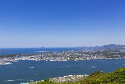 風頭から見た、五月晴れの関門海峡と日本海と下関市街地