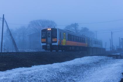 朝靄の中の米坂線