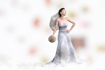 デコルテの綺麗な純白のウエディングドレスを着た花嫁がブーケトスをする