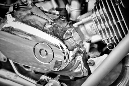 オートバイのエンジン(モノクロ)