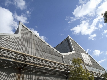 のこぎり屋根の工場の採光窓