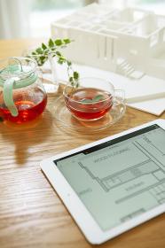 住宅模型とタブレットPC