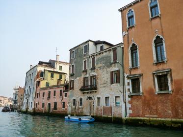 イタリア・ヴェネツィアにて大運河カナルグランデとカラフルな街並み