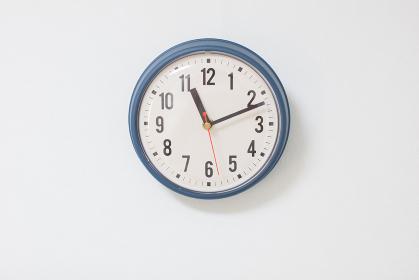 壁掛け時計のあるインテリア