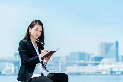 女性 20代後半〜30代前半 ビジネスイメージ