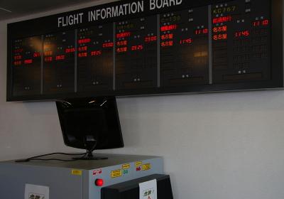小牧基地空輸ターミナルのフライトインフォメーション(2010航空自衛隊小牧基地祭)