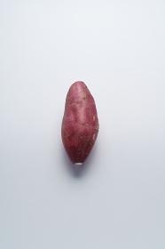 グレー背景 サツマイモ