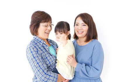 仲良しの子供と母とおばあさん