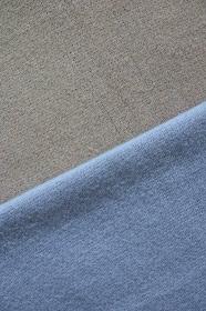 ブルーとグレーのニットで作る背景 6 縦位置