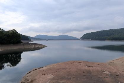 初秋の群馬県・玉原湖 (玉原ダム)(曇り日)