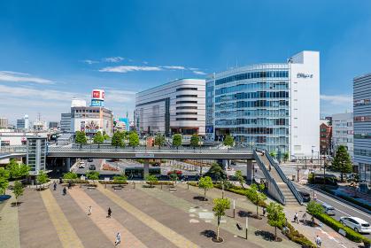 初夏の埼玉県川口市の川口駅前の風景 5月