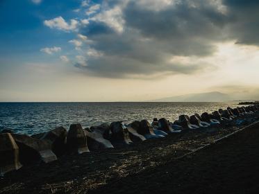 神奈川県二宮町の海岸の夕景 9月