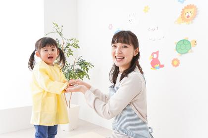 保育士と女の子
