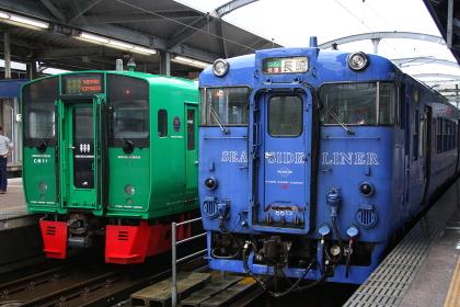 JR九州のキハ66と、783系特急「みどり」