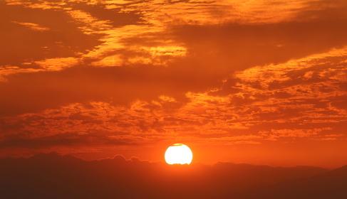 燃えるような夕日