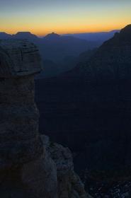 グランドキャニオン・マリコパポイントからの日の出前縦位置