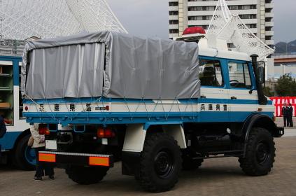 2009年の兵庫県警年頭視閲に参加した外国製4輪駆動トラック