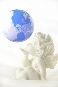 天使と地球儀