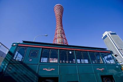 神戸ポートタワーとシティーループ