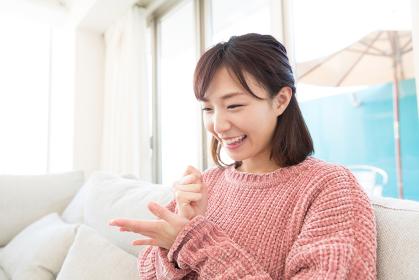 笑顔の女性 嬉しい
