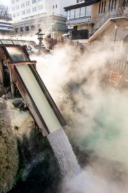 草津温泉 冬の湯滝