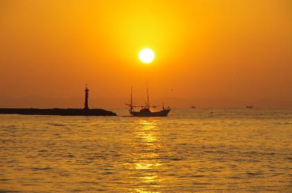 船と朝日と有明海