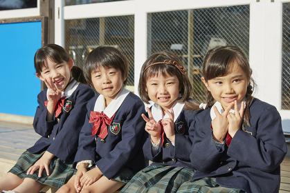 笑顔の日本人の幼稚園児