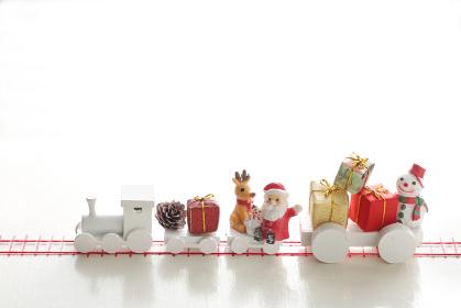 汽車に乗ってクリスマスプレゼントがやってきた。