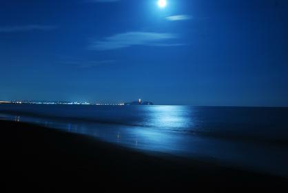 満月と江の島