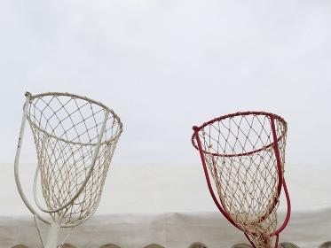 小学校の運動会の玉入れゲームの籠