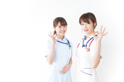 OKサインをする女性看護師