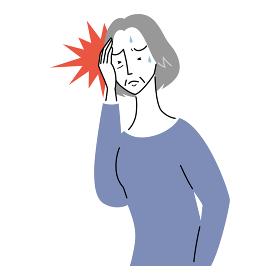 強い頭痛に襲われるシニア女性