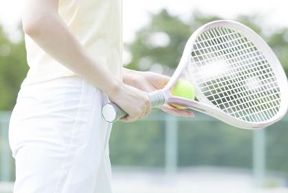 テニスをする女性の手元