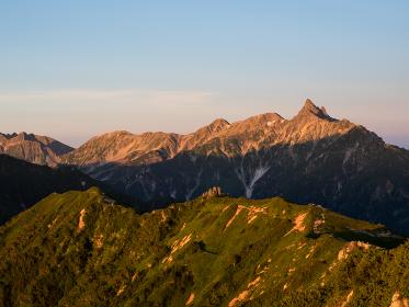 北アルプス 燕山荘から見たモルゲンロートの槍ヶ岳