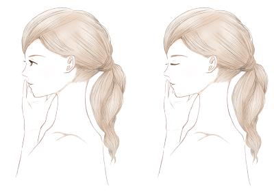 手で肌の保湿力を確かめる若い女性 スキンケアチェック