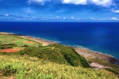 沖縄県・久米島 高台から眺める夏の海と島の風景