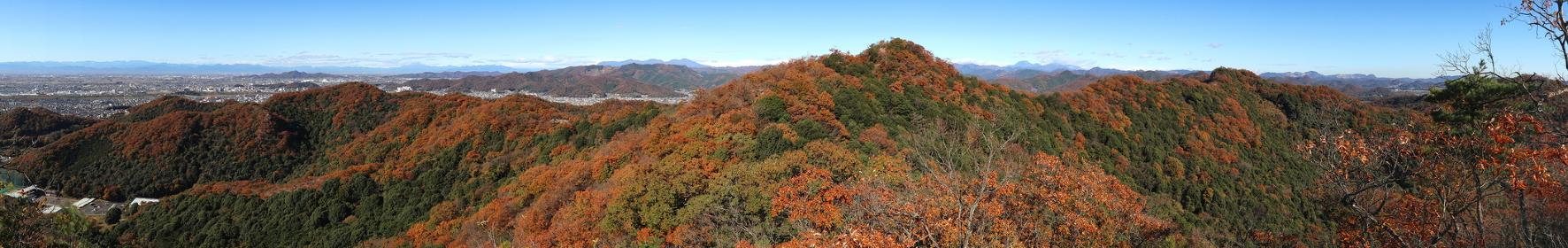 栃木百名山・大小山の稜線からの展望 (秋/紅葉)(パノラマ)