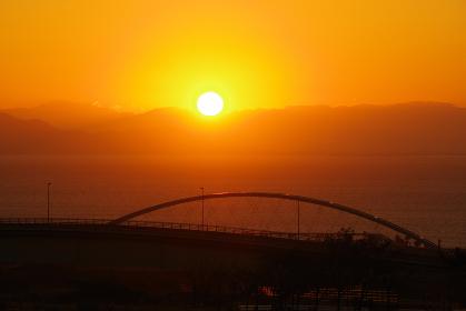 鉄橋と朝日